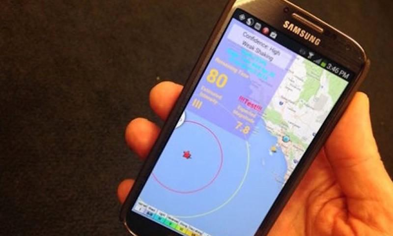 How can a smartphone become a part of an earthquake early warning system?