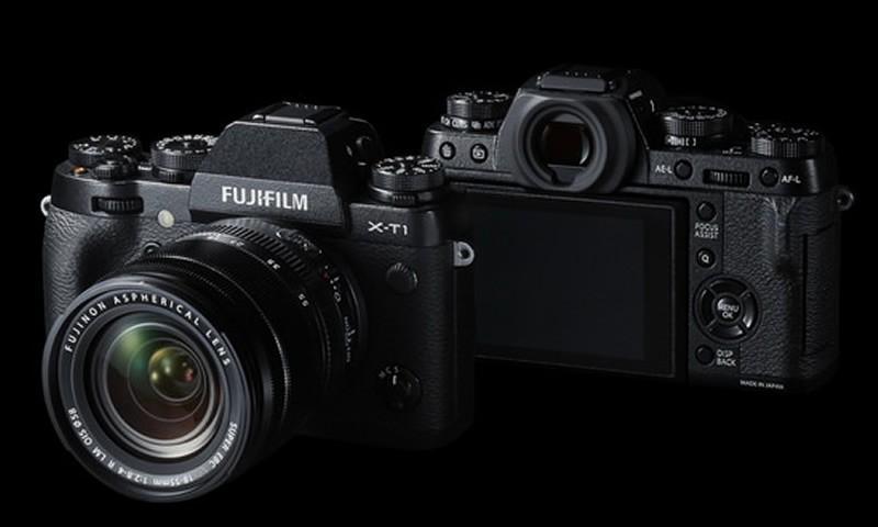 Tiny Fujifilm X-T10 Shows Up