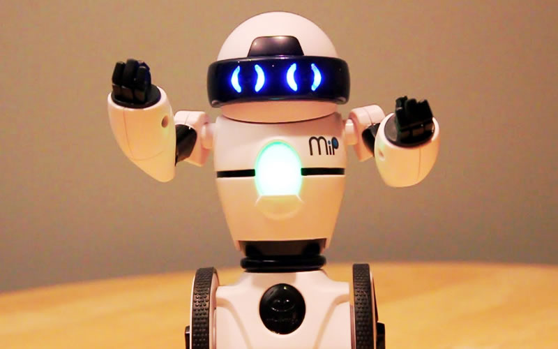 MiP Robot - The Toy That Can Balance A Lot of Things