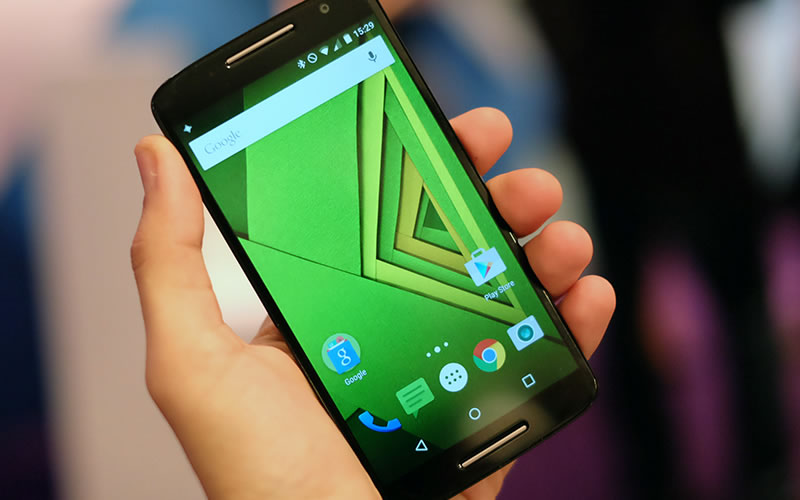 Motorola Moto X Play Competes With the OnePlus 2