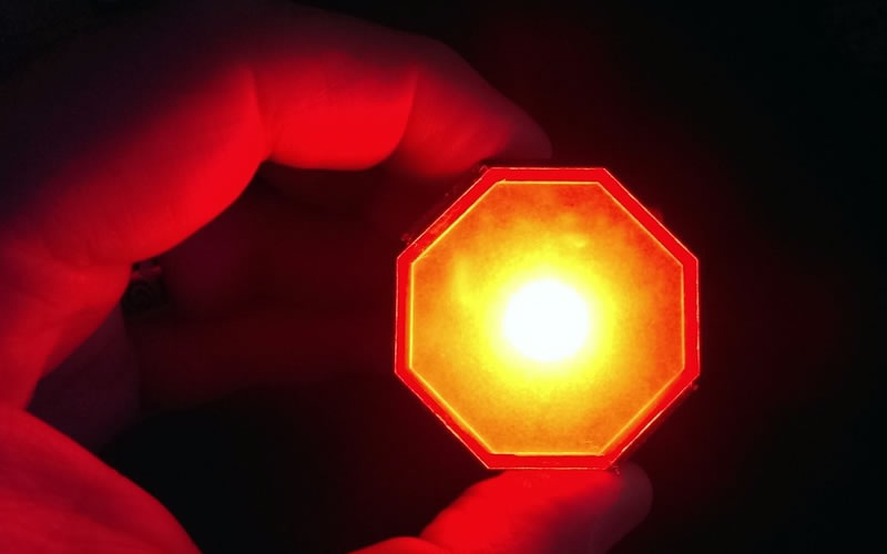 Stoptix is a Brake Light that Warns of Upcoming Collisions Before the Foot Even Sets on the Brakes