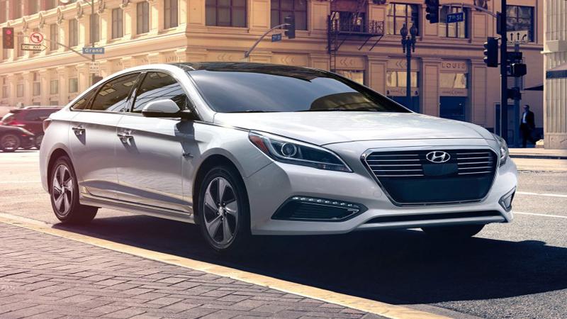 2016 Hyundai Sonata Sedan Review - A Mid-Sized Car With Plenty of Passenger Room