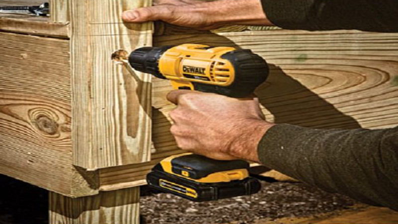 DEWALT DCD771C2 20V Compact Drill/Driver Kit Review - A Beast of a Handy Device