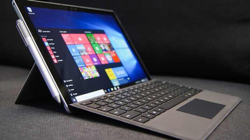 Microsoft Surface Pro 4 - How Does Apple's Ultra-Light Laptop Fair With the Apple MacBook?