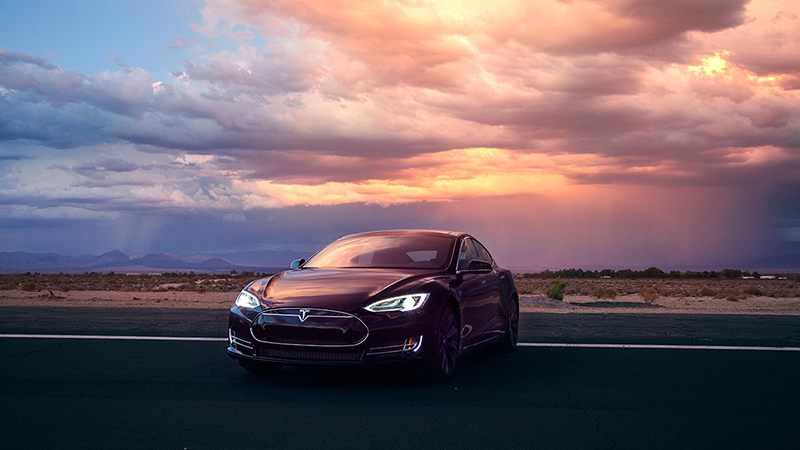 2015 Tesla Model S P85D Review - Lightning Quick Due to Two Electric Motors