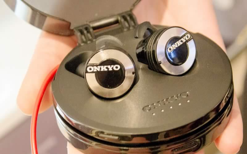 Onkyo W800BT Lightweight Bluetooth Earphones
